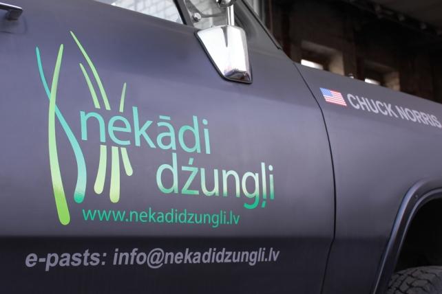 Nekadi Dzungli_Dodge_01